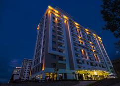 Royal Axis Suites Hotel Trabzon - Trabzon - Building