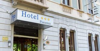 Hotel Piacenza - Milan - Building