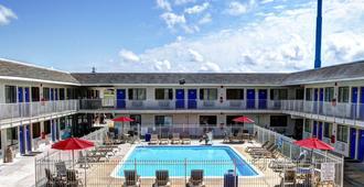 Motel 6 New Orleans - Slidell - Slidell - Πισίνα