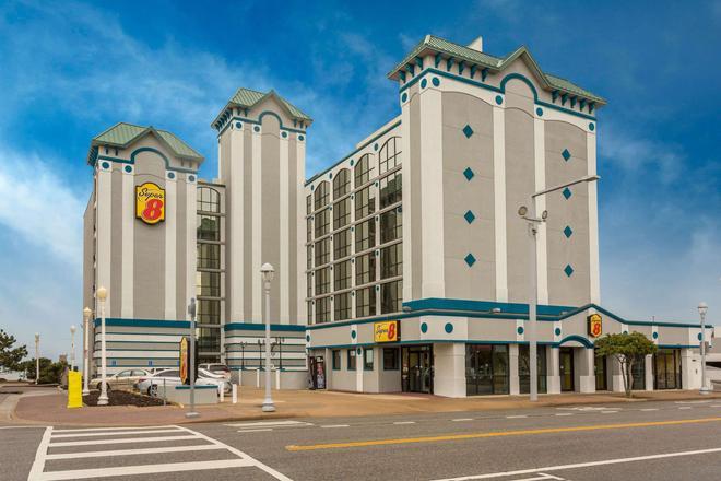 Super 8 by Wyndham Virginia Beach Oceanfront - Virginia Beach - Building