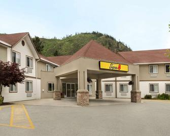 Super 8 by Wyndham West Kelowna BC - West Kelowna - Edificio