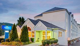 Microtel Inn & Suites by Wyndham Gatlinburg - Gatlinburg - Toà nhà