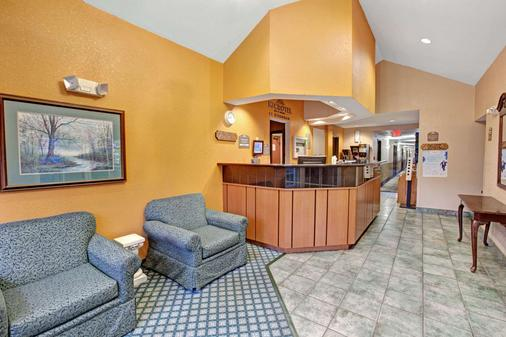 Microtel Inn & Suites by Wyndham Gatlinburg - Gatlinburg - Lobby