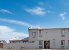 Super 8 by Wyndham Taos - Taos - Κτίριο