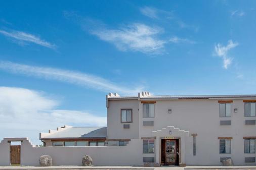 Super 8 by Wyndham Taos - Taos - Rakennus