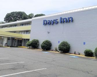 Days Inn by Wyndham Alexandria South - Alexandria - Building