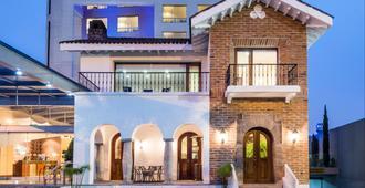 Holiday Inn Express Quito - Quito - Edifício