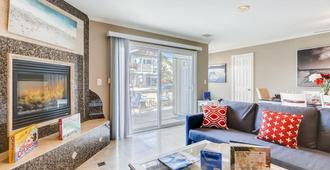 Amazing Family Friendly Newport Beach Home - 1 Block To Ocean (C2) - Newport Beach - Sala de estar
