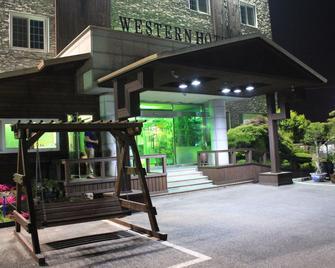 Western Hotel - Gunsan - Building