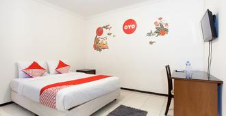 Oyo 143 Dukuh Kupang Residence - Surabaya - Phòng ngủ