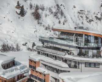 Josl Mountain Lounging Hotel - Obergurgl - Building