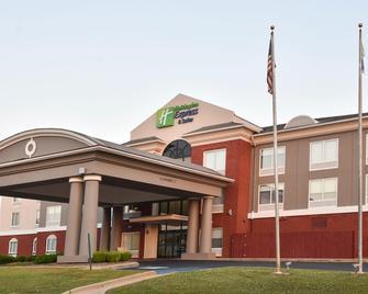 Holiday Inn Express & Suites Selma - Selma - Building