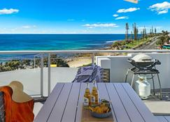 Grand Palais Beachside Resort - Alexandra Headland - Balcony