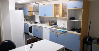 Zimmer Stuttgart Mitte Ab Apartments - Hostel - שטוטגרט - מטבח