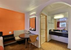 Motel 6 Edinburg - Edinburg - Bedroom