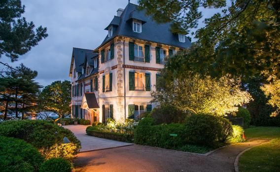 Villa Tri Men ab 125 € (2̶3̶3̶ ̶€̶). Combrit Hotels - KAYAK