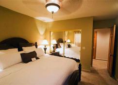 Clarion Suites Roatan at Pineapple Villas - Coxen Hole - Bedroom