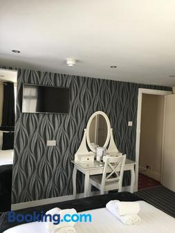 Happy Return Hotel - Blackpool - Bedroom