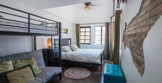 Firehouse Hostel - Austin - Bedroom