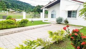 Private and Cozy Home - Montego Bay - Outdoors view