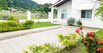 Private and Cozy Home - Montego Bay - Außenansicht