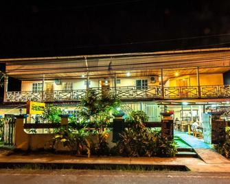 Hotel Posada Los Delfines - Bocas del Toro - Building