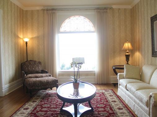 Niagara Grandview Manor - Niagara Falls - Living room
