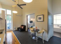 Quest Napier Serviced Apartment - Napier - Dining room