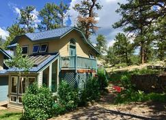 Romantic Riversong Inn - Estes Park - Building