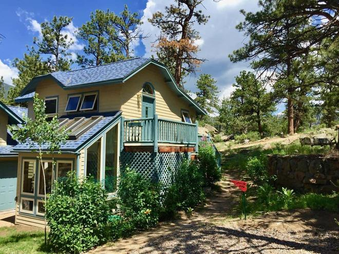 Romantic Riversong Bed & Breakfast Inn - Estes Park - Rakennus