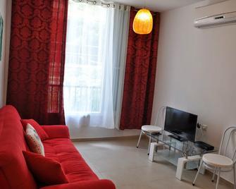 Arendalzrail Apartments - Balfour St. 61 - Bat Jam - Living room