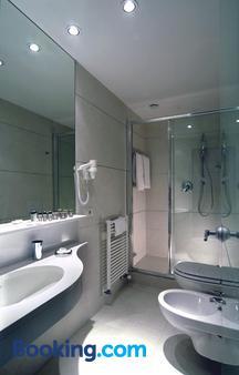 Hotel Daniel - Parma - Bathroom