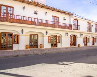 Hotel Asturias - Cafayate - Building