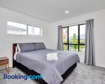 Brand New Townhouse 7 mins to Airport - Mangere - Bedroom