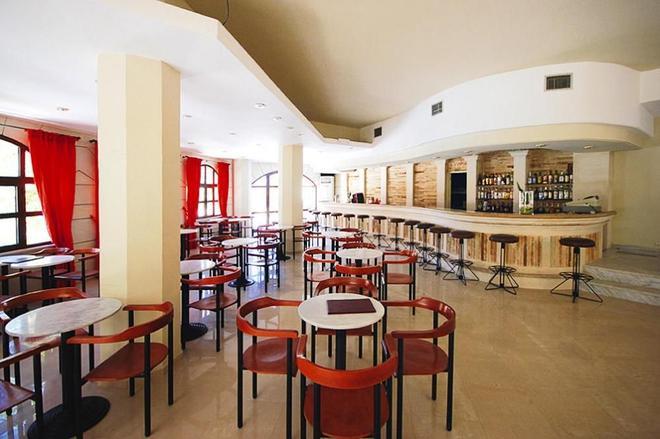馬卡里溫泉套房酒店 - 雷西姆農 - 羅希姆諾 - 酒吧
