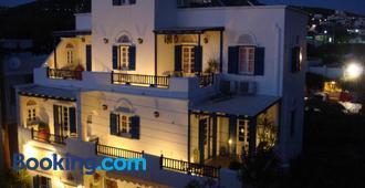 Boussetil Rooms - Tinos - Edificio