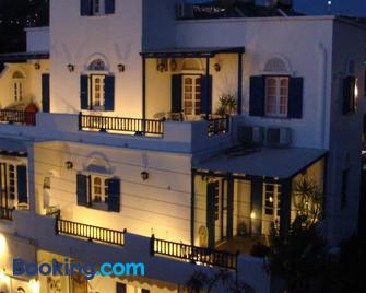 Boussetil Rooms - Tinos - Building