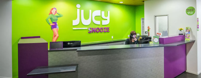 Jucy Snooze - Auckland - Front desk