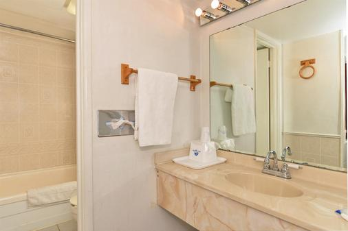 Americas Best Value Inn & Suites Kansas City - Kansas City - Bathroom