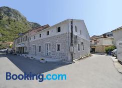 Hostel Pupa - Kotor - Building
