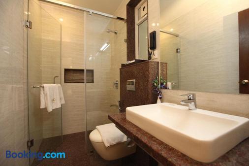 Temple Tree Hotel - Bengaluru - Bathroom