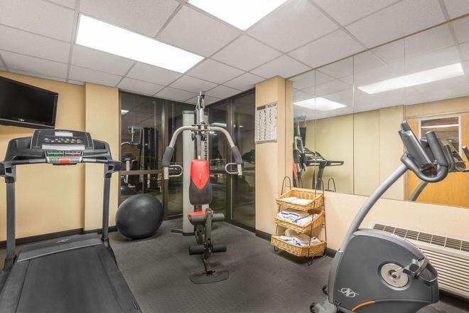 Ramada by Wyndham Columbus North - Columbus - Gym