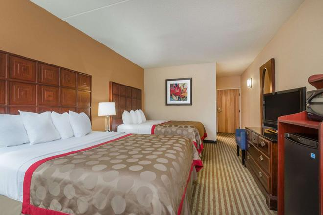 Ramada by Wyndham Columbus North - Columbus - Bedroom