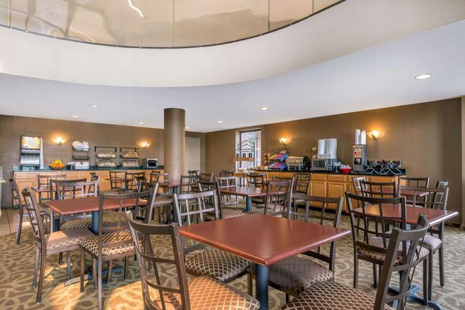 Ramada by Wyndham Columbus North - Columbus - Restaurant