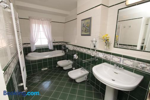 Spa Hotel Schlosspark - Κάρλοβυ Βάρυ - Μπάνιο