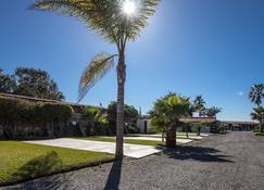 California Trailer Park & Hotel - Ensenada - Outdoor view