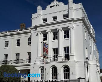 Anglesey Hotel - Gosport - Building