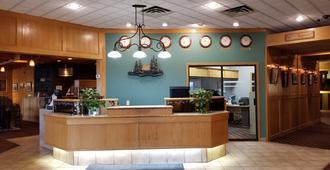 Tamarack Motor Inn - Rocky Mountain House - Front desk