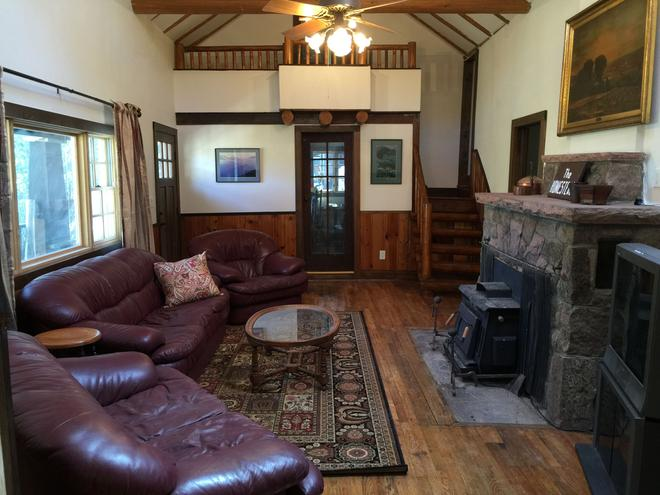 Baldpate Inn - Estes Park - Living room