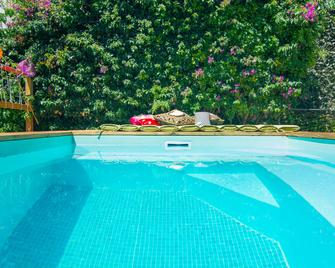 Lucky's Guest House - Ештуріл - Pool
